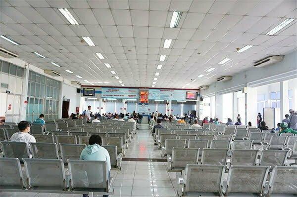 Ga Sài Gòn vắng khách mua vé tàu tết 2021